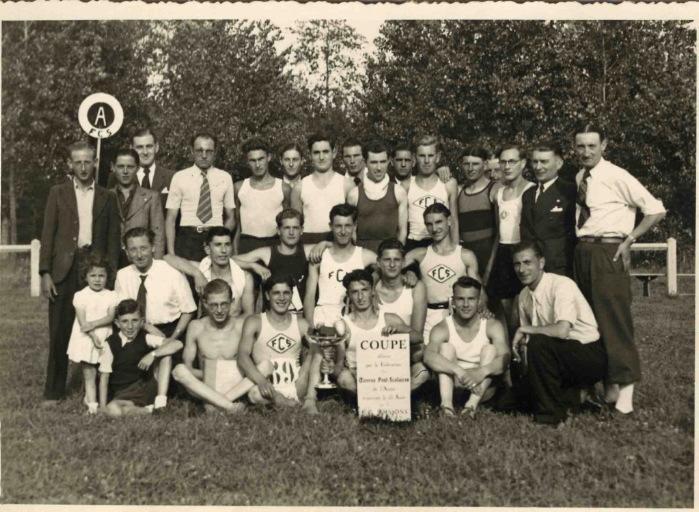 Soissons 1935 - Coupe offerte par la fédération des oeuvres post-scolaires de l'Aisne gagnée par le FC