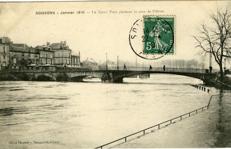 Soissons - Janvier 1910 - Le vieux pont pendant la crue de l'Aisne_0