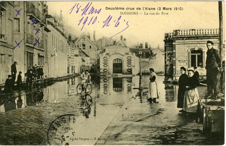 Soissons - Deuxième crue de l'Aisne (2 mars 1910) - La rue du port