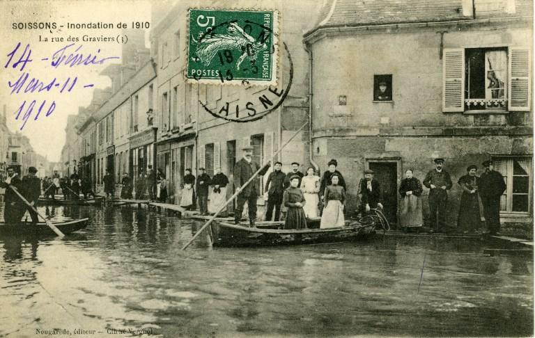 Soissons - Inondation de 1910 - La rue des graviers