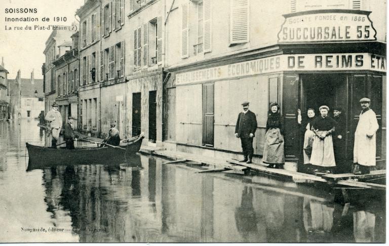 Soissons - Inondation de 1910 - La rue du plat-d'étain