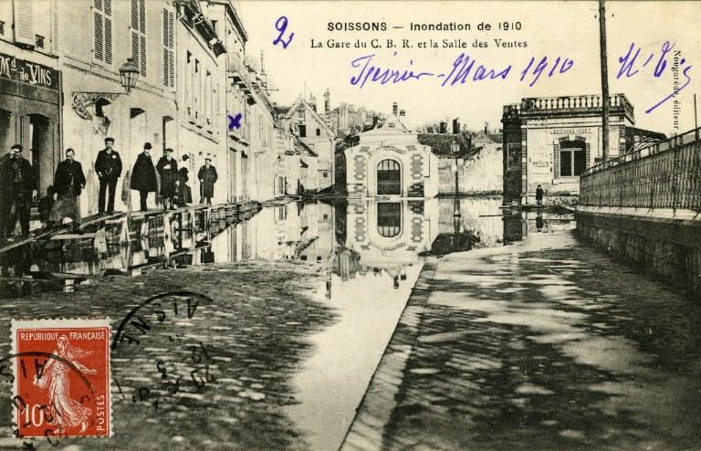 Soissons - Inondation de 1910 - La gare du C.B.R et la salle des ventes_0