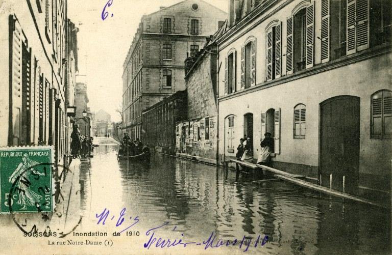 Soissons - Inondation de 1910 - La rue Notre-Dame_0