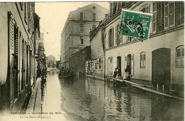Soissons - Inondations de 1910 - La rue Notre-Dame_0