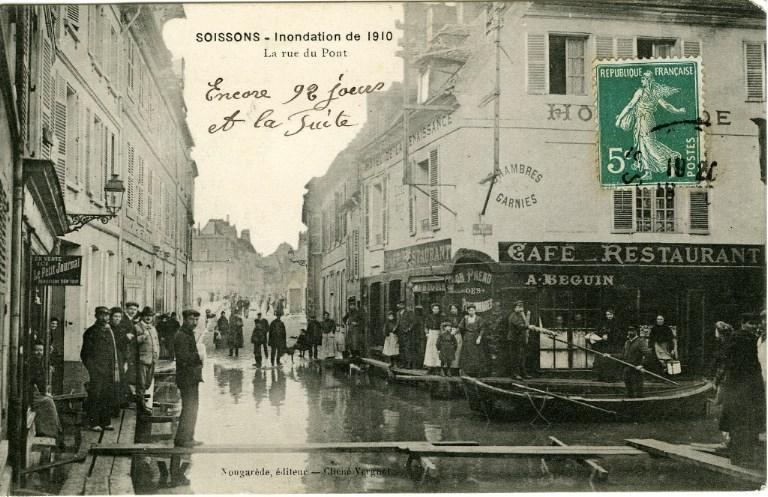 Soissons - Inondation de 1910 - La rue du pont_0