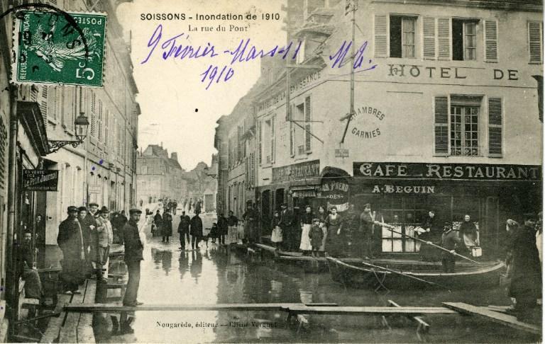 Soissons - Inondation de 1910 - La rue du Pont