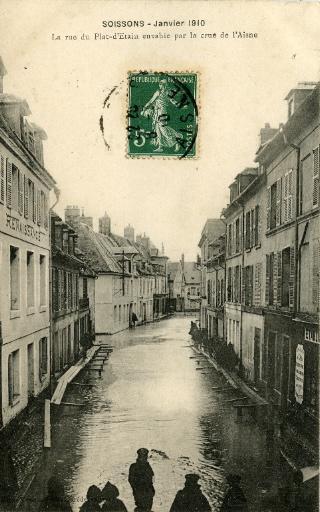 Soissons - Janvier 1910 - La rue du Pot d'Étain envahie par la crue
