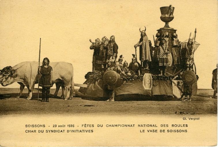 Soissons - 23 août 1936 - Fêtes du championnat national des boules - Char du syndicat d'initiatives - Le vase de Soissons_0