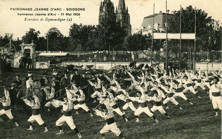 Soissons - Patronage Jeanne d'Arc - Kermesse du 17 mai 1908 - Exercices de gymnastique_0