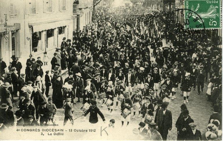 Soissons - Congrés diocésain - 13 octobre 1912 - Le défilé