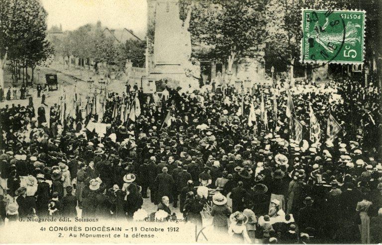 Soissons - Congrés diocésain - 13 octobre 1912 - Au monument de la Défense