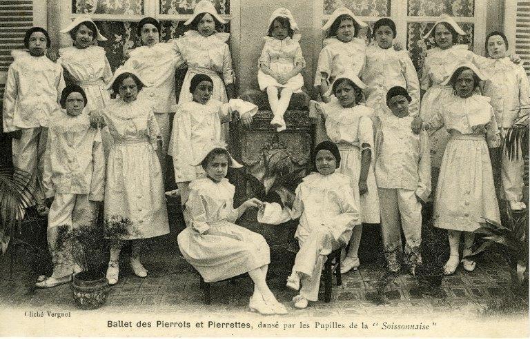 Soissons -Ballet des Pierrots et pierrettes, dansé par les pupilles de la soissonnaise_0