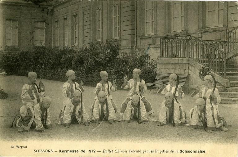 Soissons - Kermesse de 1912 - Ballet chinois éxécuté par les pupilles de la soissonnaise_0