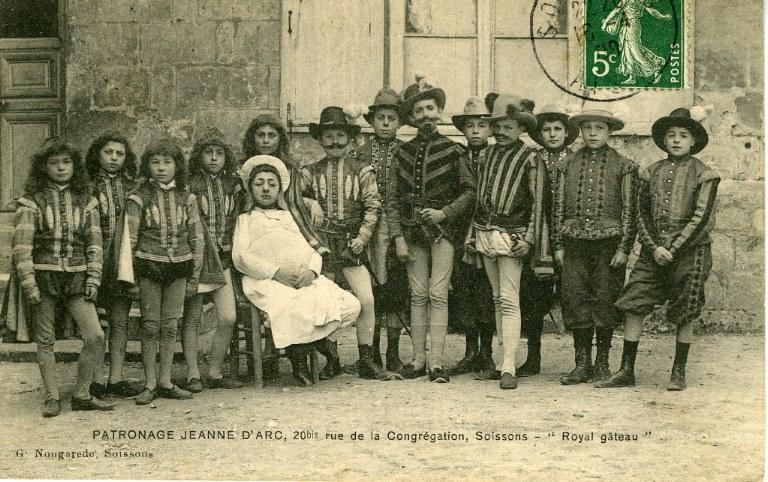 Soissons - Patronage Jeanne d'Arc, 20 bis rue de la congrégation - 'Royal gâteau'_0