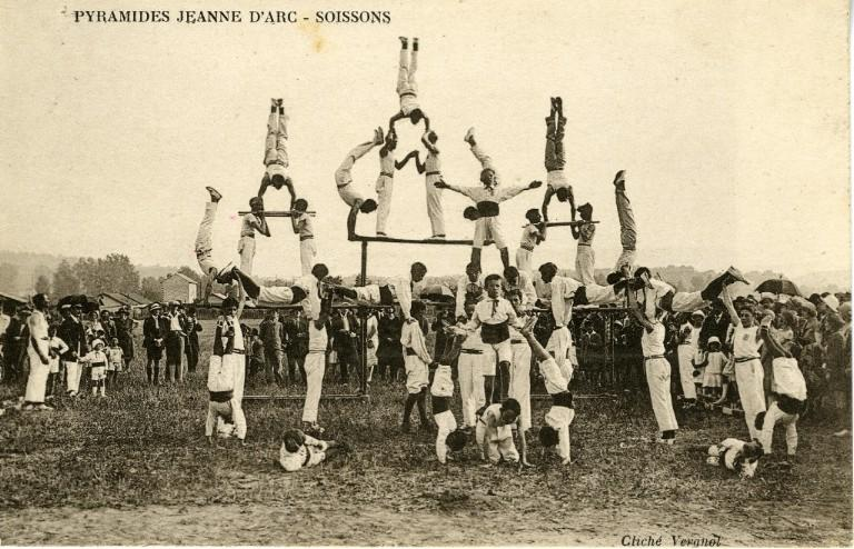Pyramides 'Jeanne d'Arc' - Soissons_0