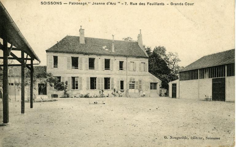 Soissons - Patronage 'Jeanne d'Arc ' 7, rue des feuillants - Grande cour_0