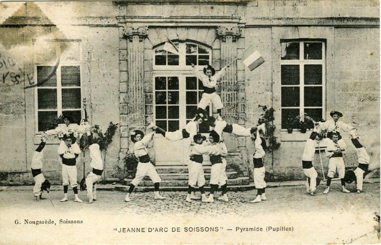 'Jeanne d'Arc de Soissons' - Pyramide (pupilles)_0