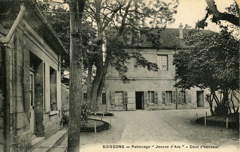 Soissons - Patronage 'Jeanne d'Arc' - Cour d'honneur
