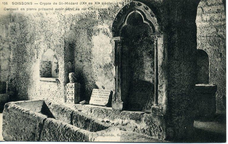 Soissons - Crypte de Saint-Médard (IXe au XIe) - Cercueil en pierre présumé avoir servi au roi Childebert II_0