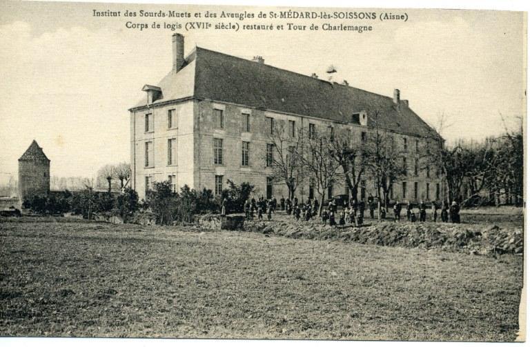 Institut des Sourds-muets et des aveugles de Saint-Médard-les-Soissons (Aisne)- Corps de logis (XVIIe siècle) restauré et tour de Charlemagne_0