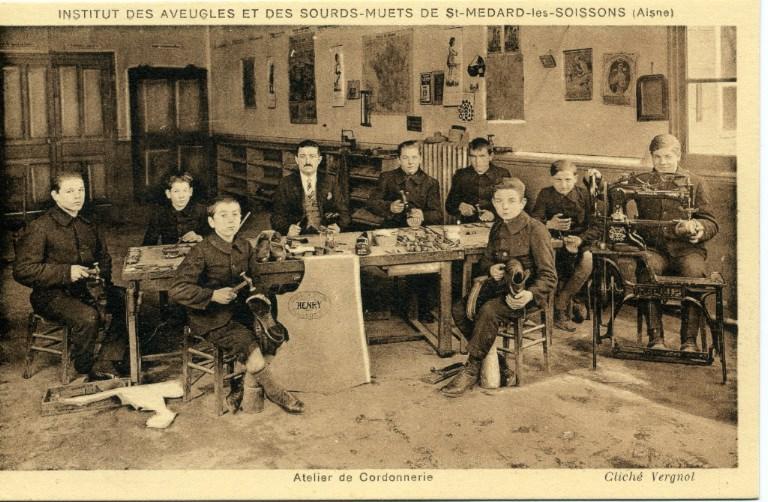 Institut des sourds-muets et des aveugles de Saint-Médard-les-Soissons (Aisne) - Atelier de cordonnerie