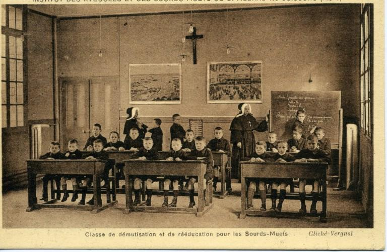 Institut des sourds-muets et des aveugles de Saint-Médard-les-Soissons (Aisne) - Classe de démutisation et de réeducation pour les sourds-Muets_0