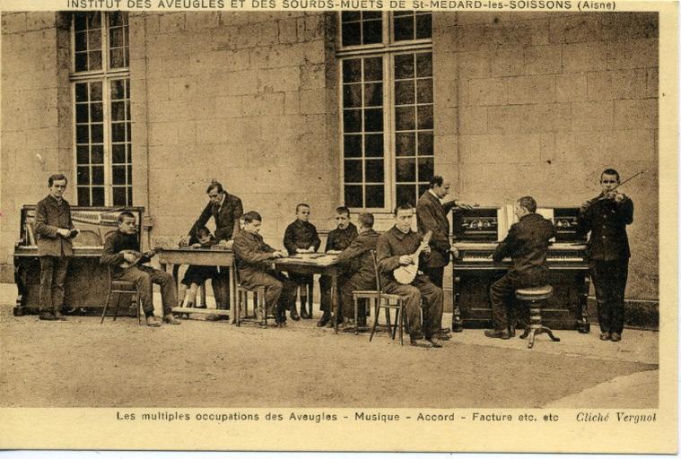Institut des sourds-muets et des aveugles de Saint-Médard-les-Soissons (Aisne) - Les multiples occupations des aveugles - Musique - Accord - Facture etc