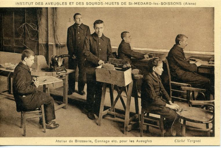 Institut des sourds-muets et des aveugles de Saint-Médard-les-Soissons (Aisne) -Atelier de brosserie, cannage etc. pour les aveugles_0