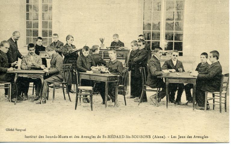 Institut des sourds-muets et des aveugles de Saint-Médard-les-Soissons (Aisne) -Les jeux des aveugles_0