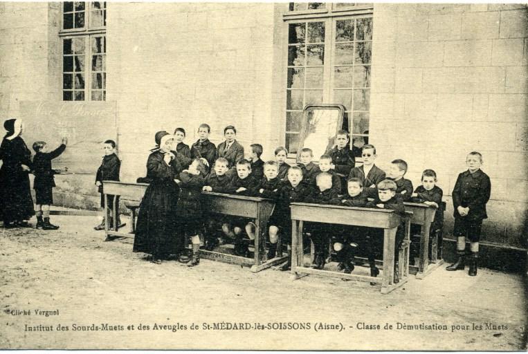Institut des sourds-muets et des aveugles de Saint-Médard-les-Soissons (Aisne) -Classe de démutisation pour les muets_0