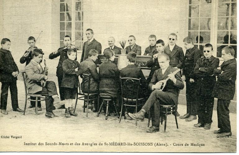 Soissons -Institut des sourds-muets et des aveugles de Saint-Médard-les-Soissons (Aisne) - Cours de musique_0