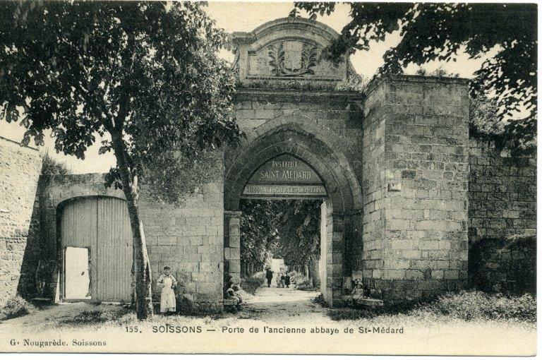 Soissons - Porte de l'ancienne abbaye de Saint-Médard_0