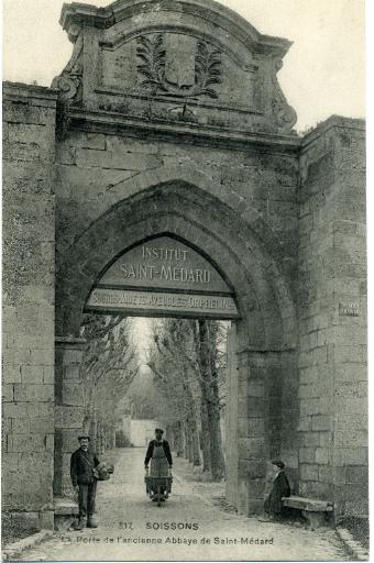 Soissons - La porte de l'ancienne Abbaye de Saint-Médard_0