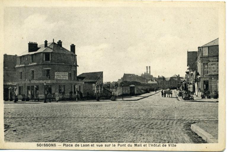 Soissons - Place de Laon et vue sur le pont du Mail et l'Hotel de ville_0