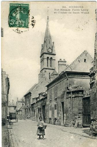 Soissons - Rue Messire Pierre Leroy et clocher de Saint-Waast