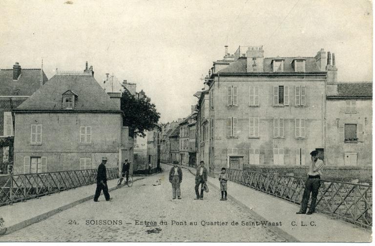 Soissons - Entrée du pont au quartier de Saint-Waast_0
