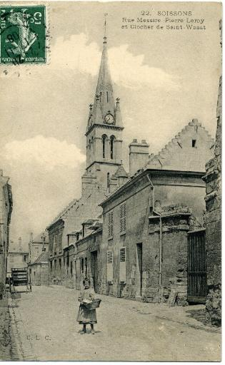 Soissons - Rue Messire Pierre Leroy et clocher de Saint-Waast_0