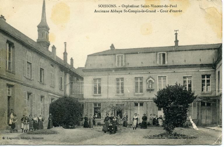 Soissons - Orphelinat Saint-Vincent-de-Paul -Ancienne abbaye Saint-Crépin-le-Grand - Cour d'entrée_0