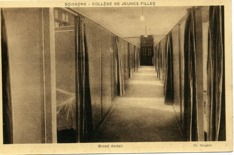Soissons - Collège de Jeunes Filles - Grand dortoir_0