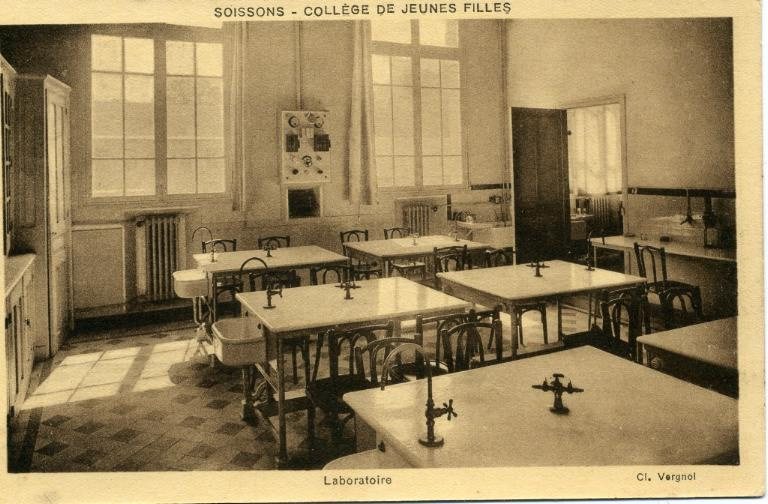 Soissons - Collège de Jeunes Filles - Laboratoire