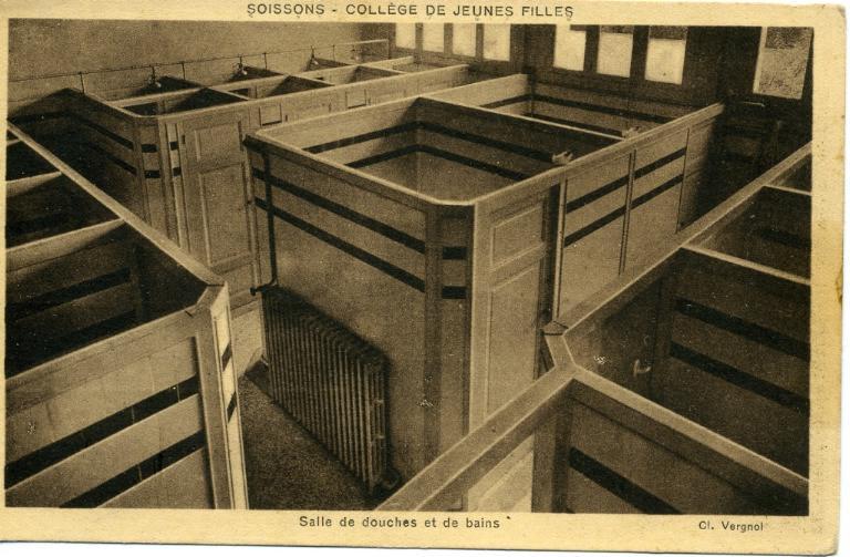 Soissons - Collège de Jeunes Filles - Salle de douches et de bains_0