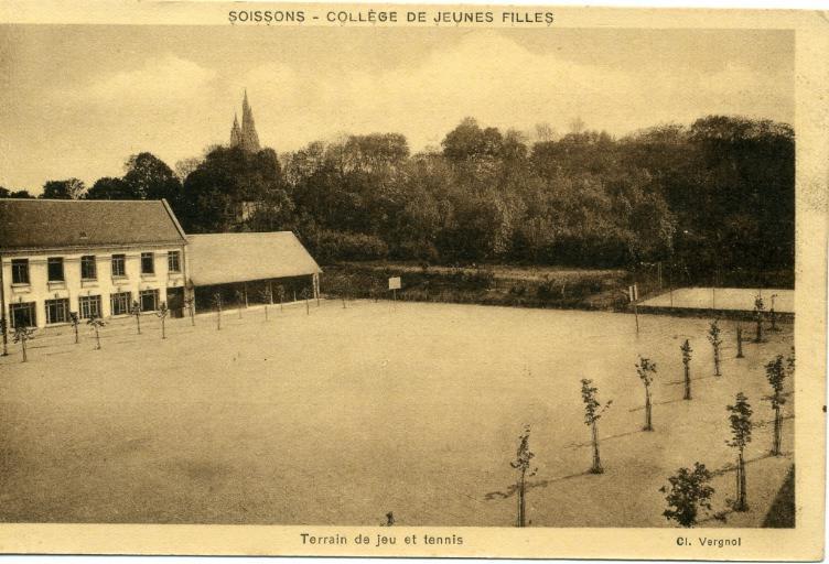 Soissons - Collège de Jeunes Filles -Terrain de jeu et tennis_0