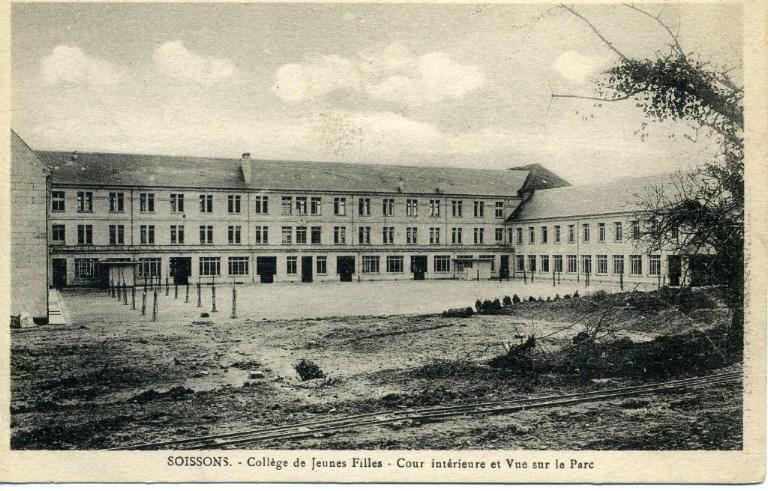 Soissons - Collège de Jeunes Filles - Cour intérieure et Vue sur le Parc_0