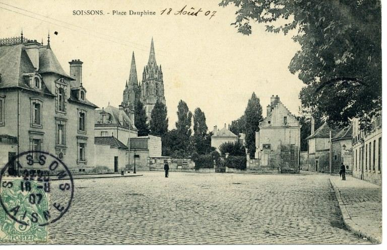 Soissons - Place Dauphine_0