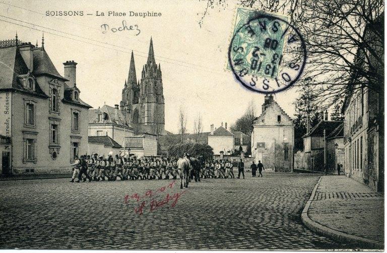 Soissons - La place Dauphine_0