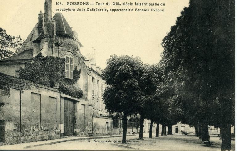 Soissons - Tour du XIIIe siècle faisant partie du presbytère de la Cathédrale, appartenant à l'ancien Evêché