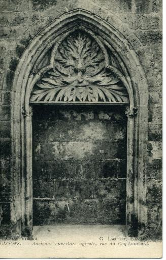 Soissons - Ancienne ouverture ogivale, rue du Coq-Lombard_0