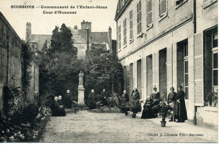 Soissons - Communauté de l'Enfant Jésus - Cour d'Honneur_0
