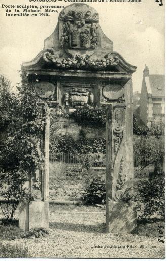 Soissons - Communauté de l'Enfant Jésus - Porte sculptée, provenant de la Maison Mère incendiée en 1914_0