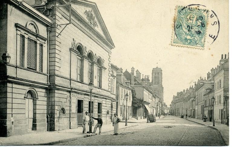 Soissons - Rue des Cordeliers et le Théâtre_0